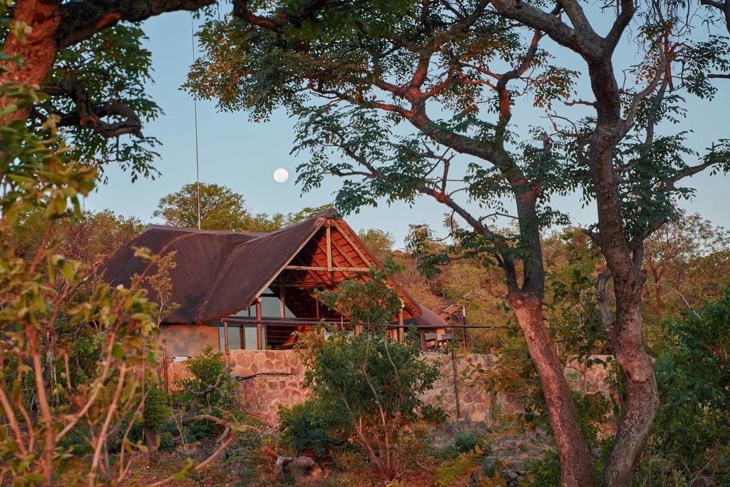 Haupthaus in der Wild Ivory Eco Lodge in Südafrika | Abendsonne Afrika