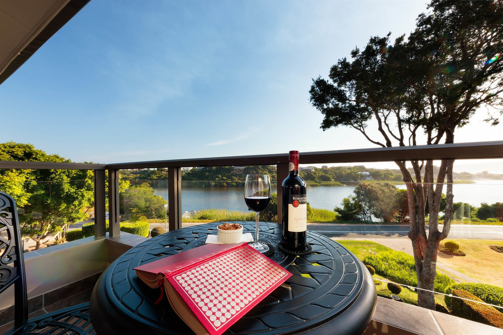 Ausblick vom Balkon des Wilderness Manor Guesthouse in Südafrika | Abendsonne Afrika