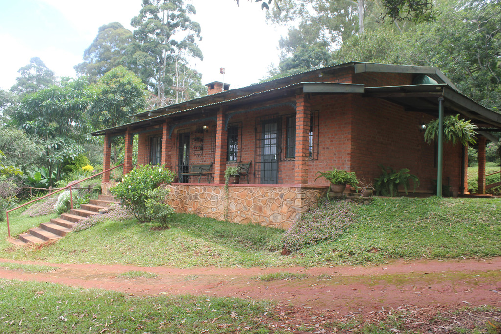 Außenansicht der Zomba Forest Lodge in Malawi | Abendsonne Afrika