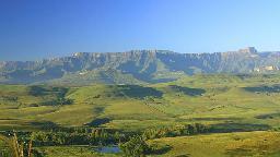 Blick über den uKhahlamba Drakensberg Park in Südafrika | Abendsonne Afrika