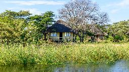 Chalet in der Hakusembe River Lodge in Namibia | Abendsonne Afrika