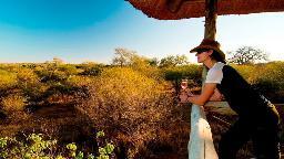 Sundowner in der Kubu Safari Lodge, Südafrika   Abendsonne Afrika