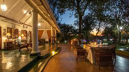 Veranda im The River Club in Sambia | Abendsonne Afrika