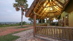 Haupthaus der Pakuba Safari Lodge, Murchison Falls Nationalpark, Uganda | Abendsonne Afrika