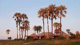 Haupthaus des Jack's Camp in Botswana | Abendsonne Afrika