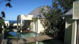 Blick auf das Villa Belle auf La Réunion   Abendsonne Afrika