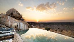 Infinitiy Pool im Jabali Ridge in Tansania | Abendsonne Afrika