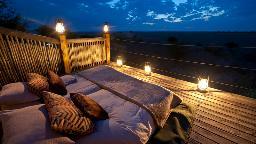 Skybed im Kalahari Plains Camp in Botswana | Abendsonne Afrika