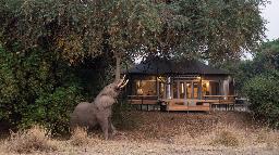 Chalet im Chikwenya in Simbabwe | Abendsonne Afrika