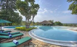 Pool der Paraa Safari Lodge in Uganda | Abendsonne Afrika