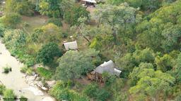 Luftbild der Bua River Lodge in Malawi | Abendsonne Afrika