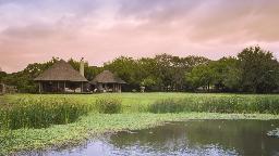 Blick auf die Phinda Zuka Lodge in Südafrika | Abendsonne Afrika