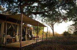 Zelte des Chada Katavi in Tansania | Abendsonne Afrika