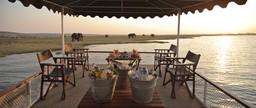 Bootsfahrt des Chobe under Canvas in Botswana | Abendsonne Afrika