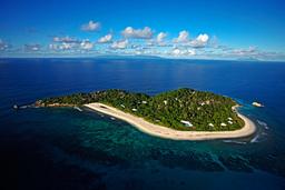 Luftaufnahme des Cousine Island Resort auf den Seychellen   Abendsonne Afrika