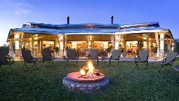 Feuerstelle im Mushara Outpost in Namibia | Abendsonne Afrika