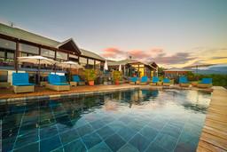 Pooldeck der Diana Dea Lodge auf La Réunion | Abendsonne Afrika