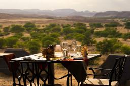Ausblick im Doro Nawas Camp im Damaraland in Namibia | Abendsonne Afrika