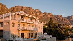 Blick auf das Sea Five Boutique Hotel in Südafrika | Abendsonne Afrika