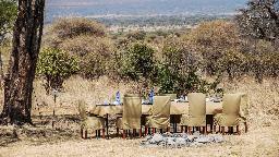 Bushdinner im Ang'ata Tarangire Camp in Tansania | Abendsonne Afrika