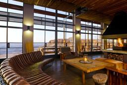 Lounge der Fish River Lodge im Fish River Canyon in Namibia | Abendsonne Afrika