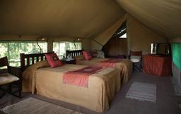 Innenansicht eines Zeltes im Governors Main Camp in Kenia | Abendsonne Afrika
