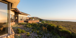 Ausblick von der Grootbos Forest Lodge in Südafrika | Abendsonne Afrika