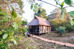 Safarizelt der Kaingu Safari Lodge in Sambia | Abendsonne Afrika