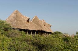 Hauptgebäude des Lake Burunge Tented Camp in Tansania | Abendsonne Afrika