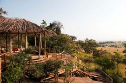 Außenansicht des Lamai Camp in Tansania | Abendsonne Afrika