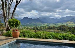 Ausblick auf die Weinfelder um die La Petite Ferme in Südafrika | Abendsonne Afrika