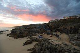 Lagerfeuer am Strand der Lekkerwater Beach Lodge in Südafrika | Abendsonne Afrika