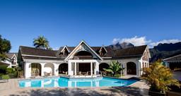 Poolbereich im Le Vieux Cep auf La Réunion   Abendsonne Afrika