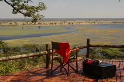 Aussichtsdeck der Muchenje Safari Lodge in Botswana   Abendsonne Afrika