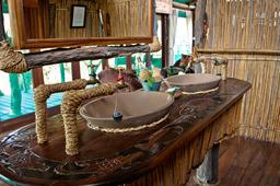 Badezimmer der Mvuu Lodge in Malawi | Abendsonne Afrika