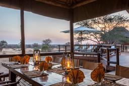 Ausblick vom Essbereich des nThambo Tree Camp in Südafrika | Abendsonne Afrika
