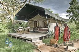 Einheimische im Porini Mara Camp in Kenia   Abendsonne Afrika