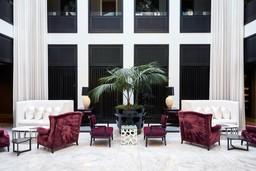 Lobby des Queen Victoria Hotels in Südafrika | Abendsonne Afrika