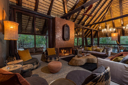 Lounge des Sabi Sabi Little Bush Camp in Südafrika | Abendsonne Afrika
