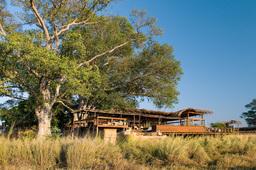 Hauptbereich des Shumba Camps in Sambia | Abendsonne Afrika