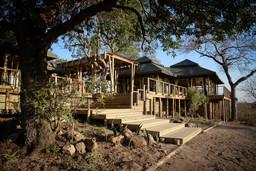 Anlage des Simbavati Hilltop Lodge in Südafrika | Abendsonne Afrika