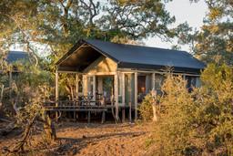 Zelt der Simbavati River Lodge in Südafrika | Abendsonne Afrika