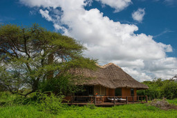 Cottage der Tawi Lodge in Kenia | Abendsonne Afrika