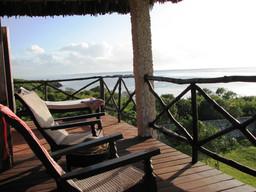 Aussicht der Veranda der Tijara Beach Lodge in Kenia | Abendsonne Afrika