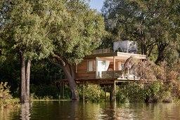 Baumhaus der Victoria Falls River Lodge in Simbabwe | Abendsonne Afrika